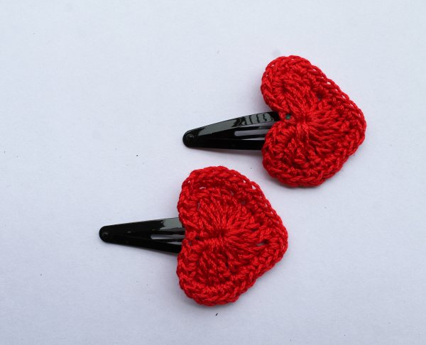 Handmade Crochet Heart Tic Tac Hair Pins for Girls - Red | Woonie