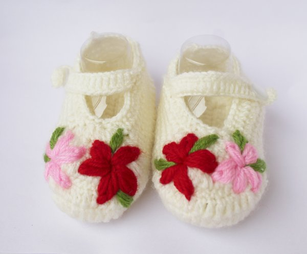 Woonie Floral Embroidered Handmade Woolen Booties