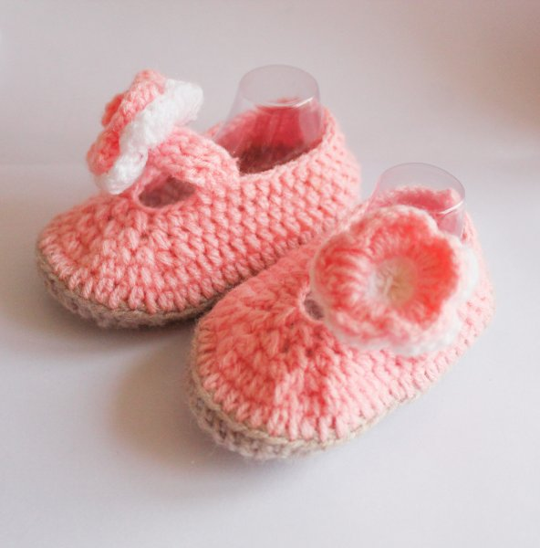 Woonie Pink Flower Applique Handmade Woolen Booties for Kids