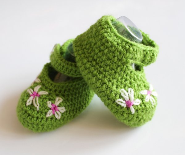 Woonie Green Embroidered Handmade Woolen Booties for Kids