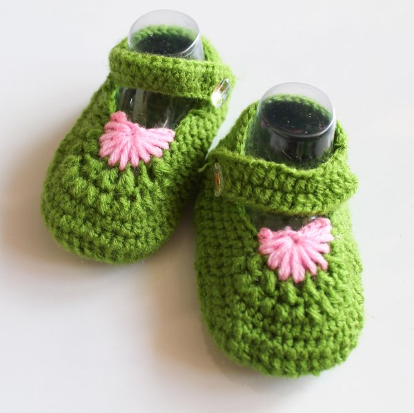 Woonie Green Handmade Woolen Booties for Kids