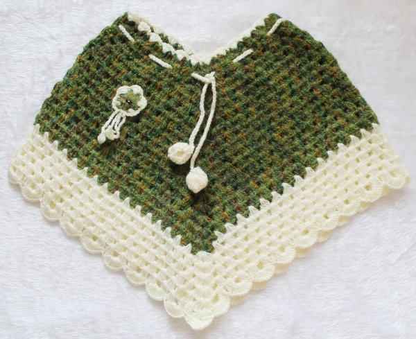 Woonie Handmade Green and Cream Poncho for Kids