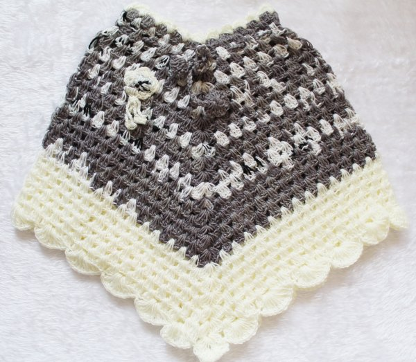 Woonie Handmade Grey and Cream Poncho for Kids