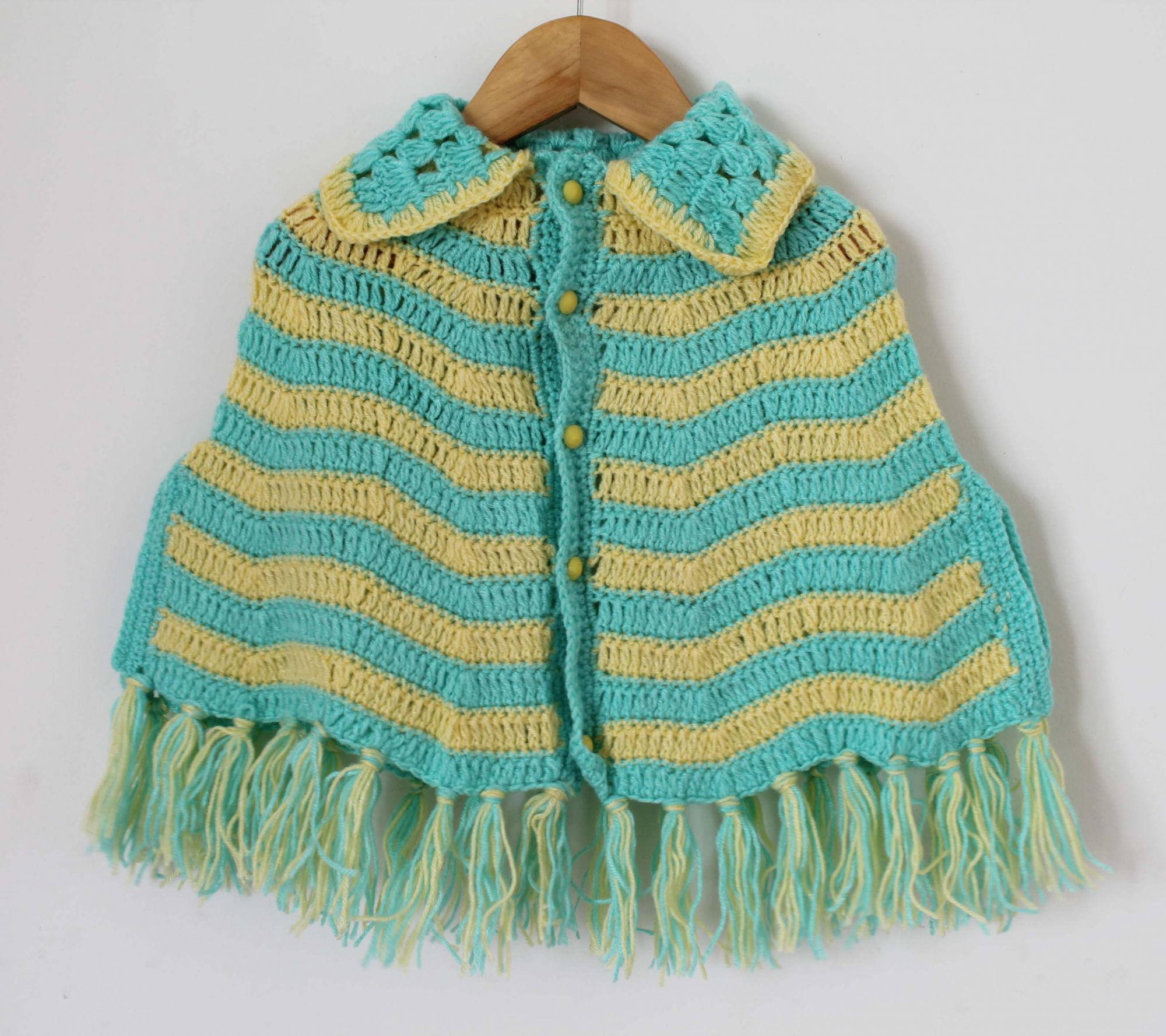 Woonie Handmade Green and Yellow Cape with Collar Detail for Infants