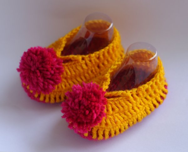 Dual Color PomPom Booties